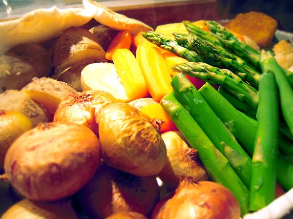 地元野菜をふんだんに使用した夕食バイキング