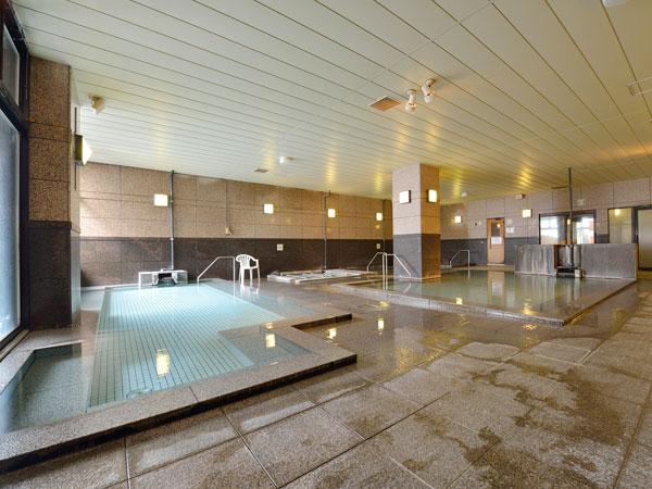 大浴場【石の湯】全ての浴槽が加水・循環を一切していない、源泉100%かけ流し山の天然温泉です。