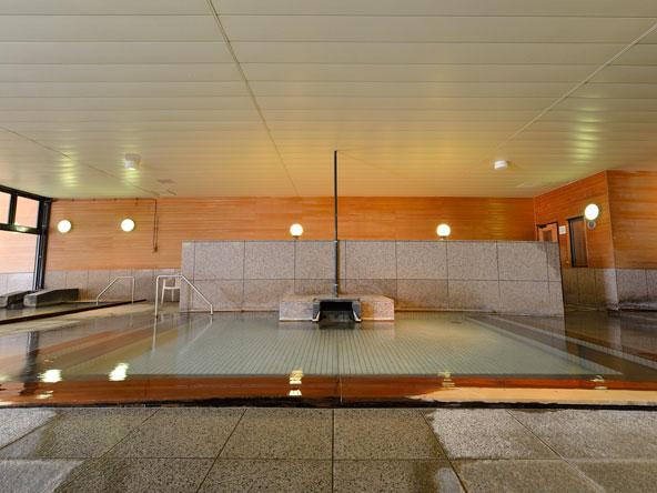大浴場【木の湯】香り高い檜をふんだんに使用したお風呂です。