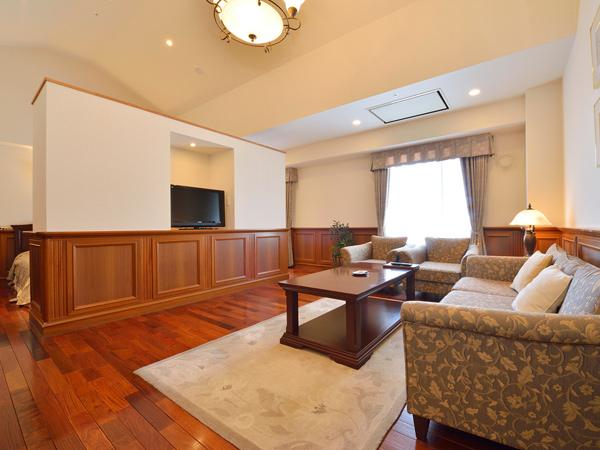 重厚でクラシカルなインテリアが印象的な角部屋の特別室