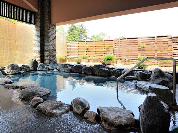 極めて珍しい硫酸塩泉(正苦味【しょうくみ】泉)と呼ばれる源泉100%かけ流しの天然温泉です