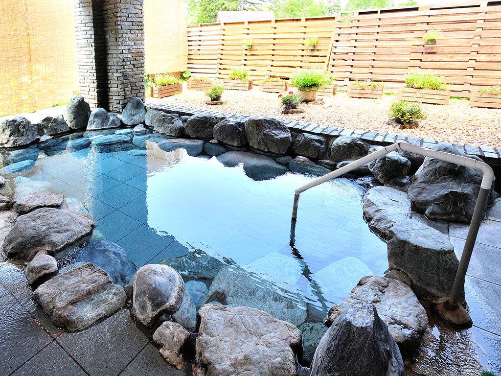 【露天風呂】《 源泉100%かけ流し 》山の天然温泉です。