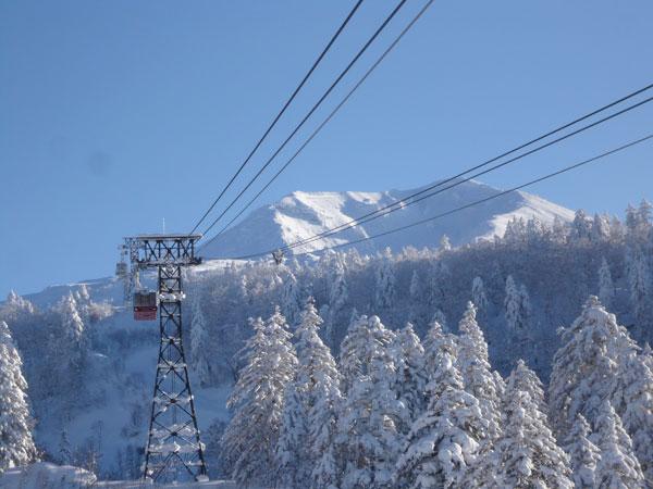 銀世界の旭岳。雄大な景色をお楽しみください