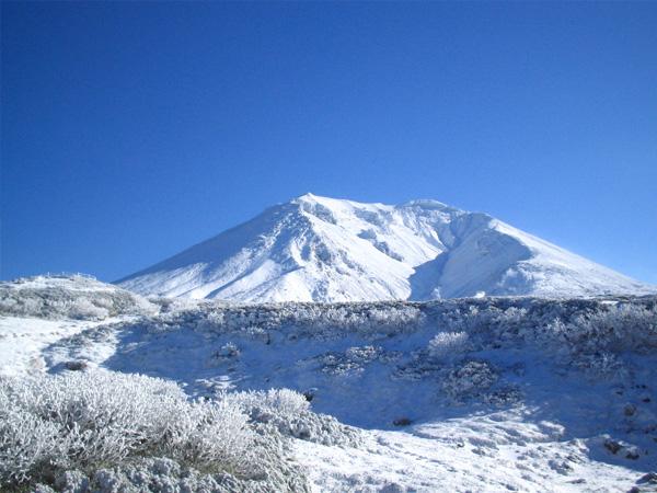 旭岳のGWはまだまだ冬景色!!白い春を楽しもう♪