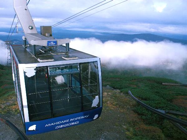 雲海を望む旭岳ロープウェイ