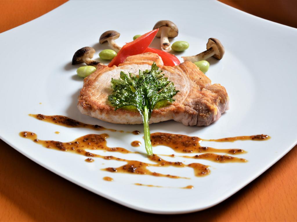【夕食一例】ハーフ道産豚ロースのグリル