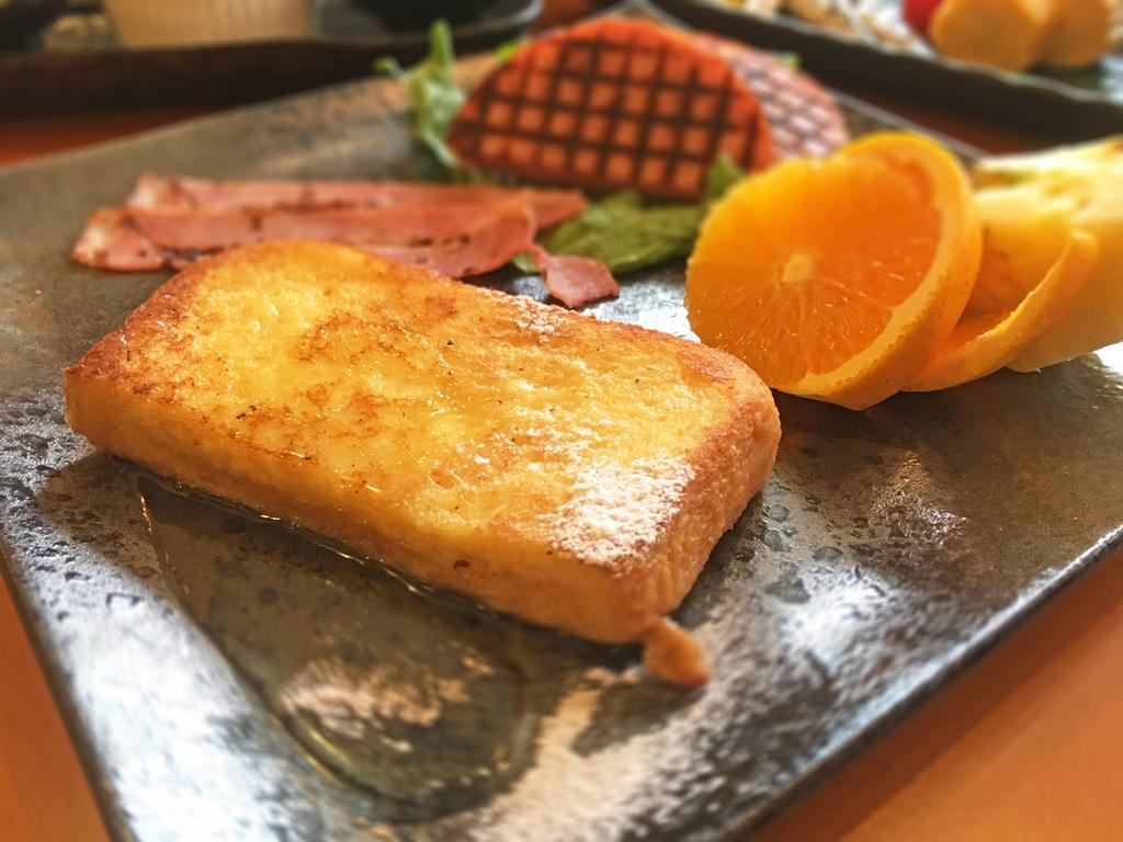 ≪朝食一例≫支配人のおすすめ、フワモチ食感のフレンチトースト♪