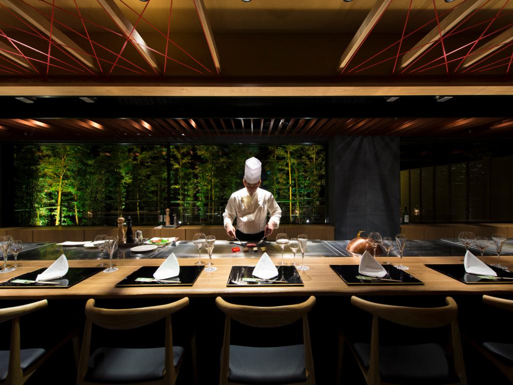<ご夕食>1F/創作日本料理・鉄板焼『九十九島 竹彩』竹林の借景をお楽しみください。