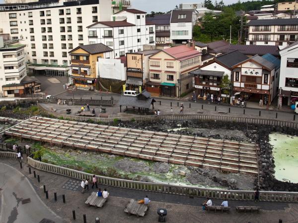 湯畑をご覧になれるお部屋からの眺望は、湯畑だけではなく街並みもご覧になれます