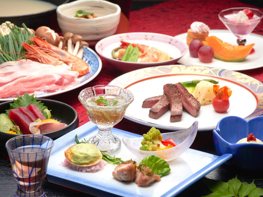 味だけでなく盛り付けや器などもこだわった、ホテル一井流の和食コース