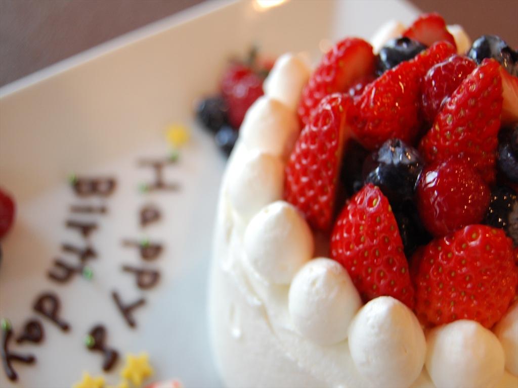 ケーキには旬のフルーツをし使用します。フルーツの内容は季節により異なります