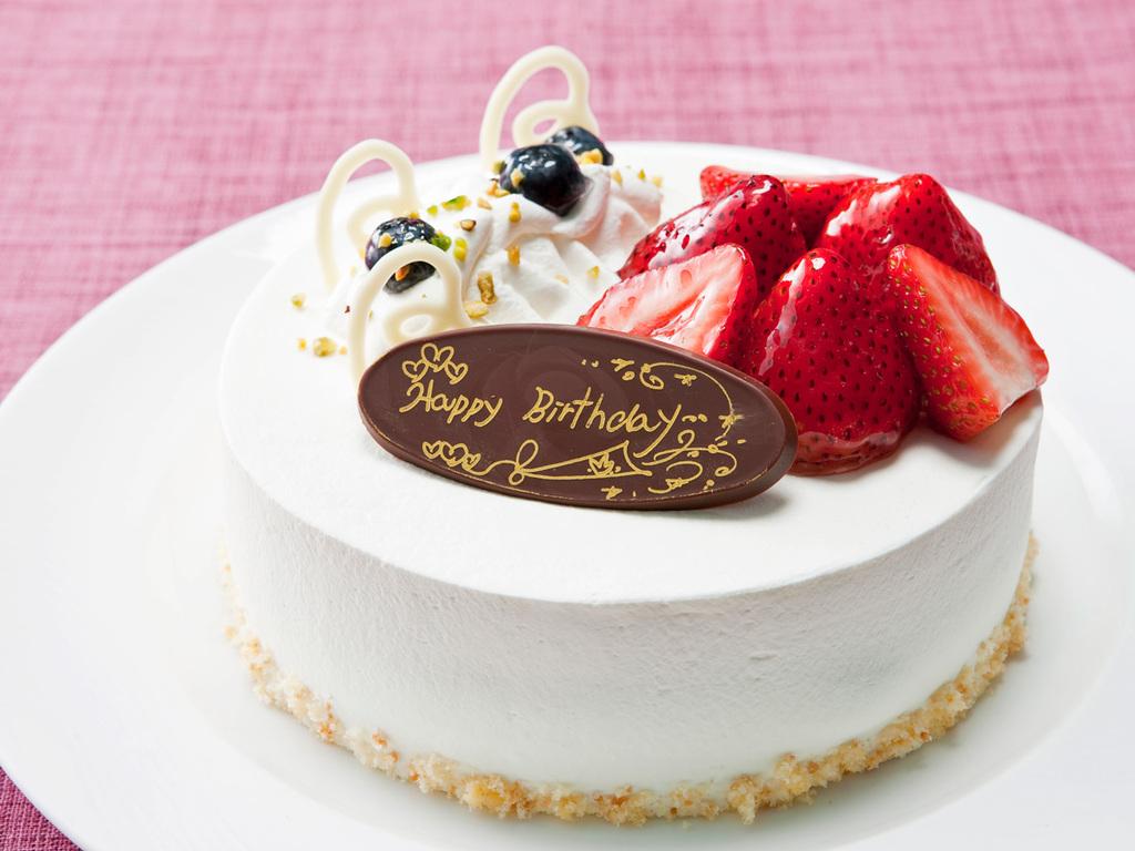 バースデーケーキをお部屋にお届け。家族みんなで笑顔あふれるお誕生日を!