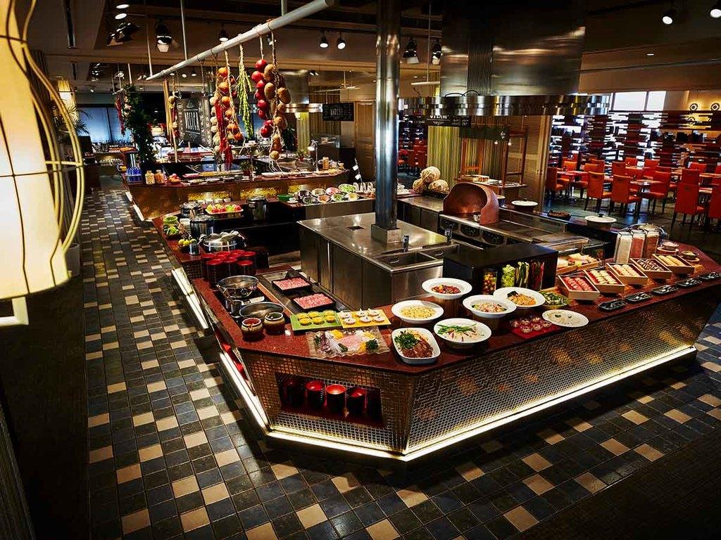 【ディナーブッフェ】約70種類のディナーブッフェをお楽しみください。