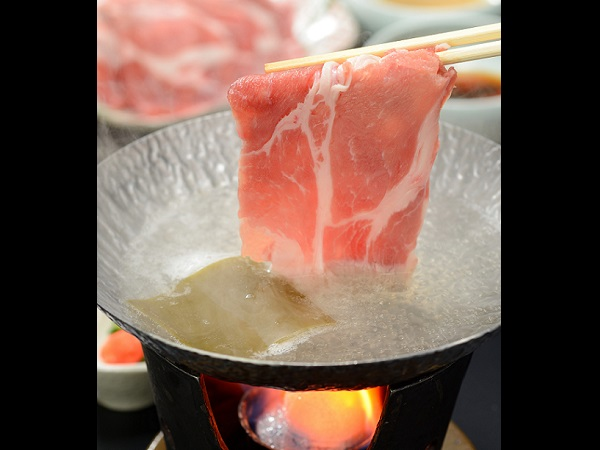 二本松麓山の三元豚のしゃぶしゃぶ■『えごま』を食べて育った福島県の特産豚!柔らかく、さっぱりとした甘みが好評