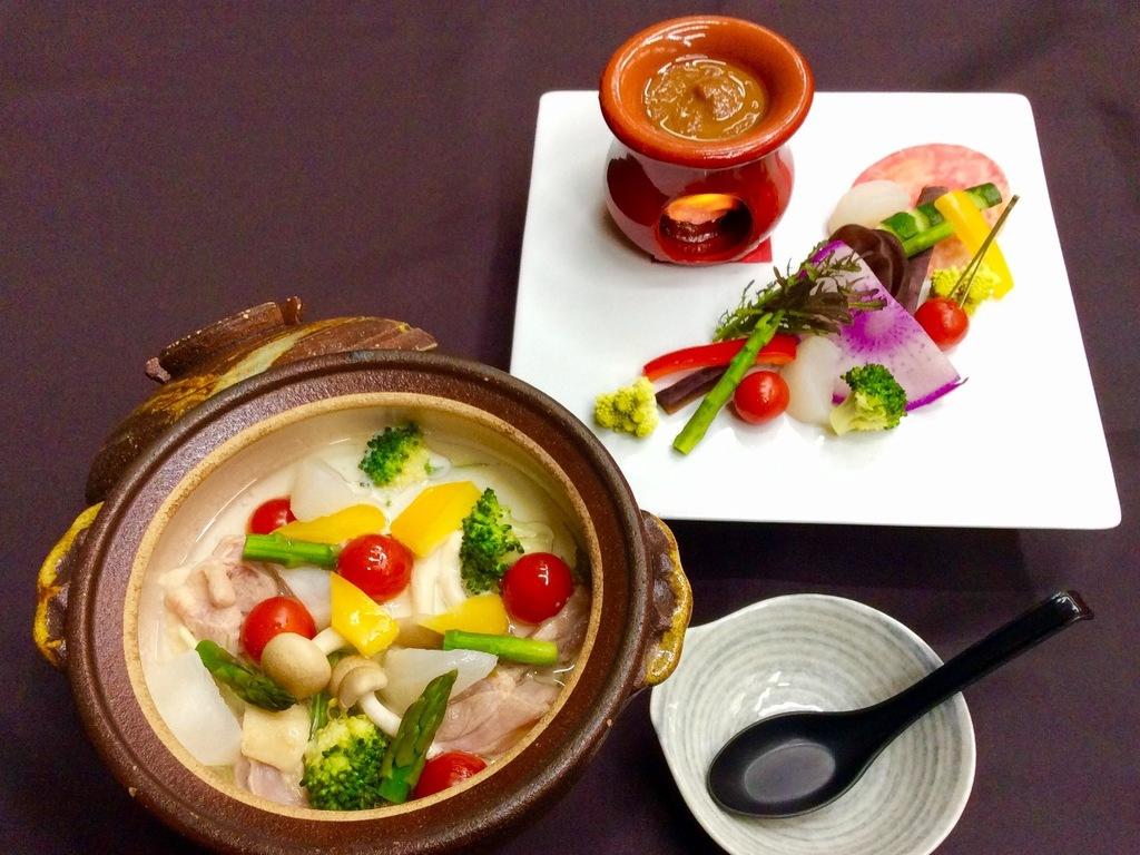 ★冬限定のお手前料理★会津地鶏のチーズ鍋&彩り野菜のバーニャカウダ