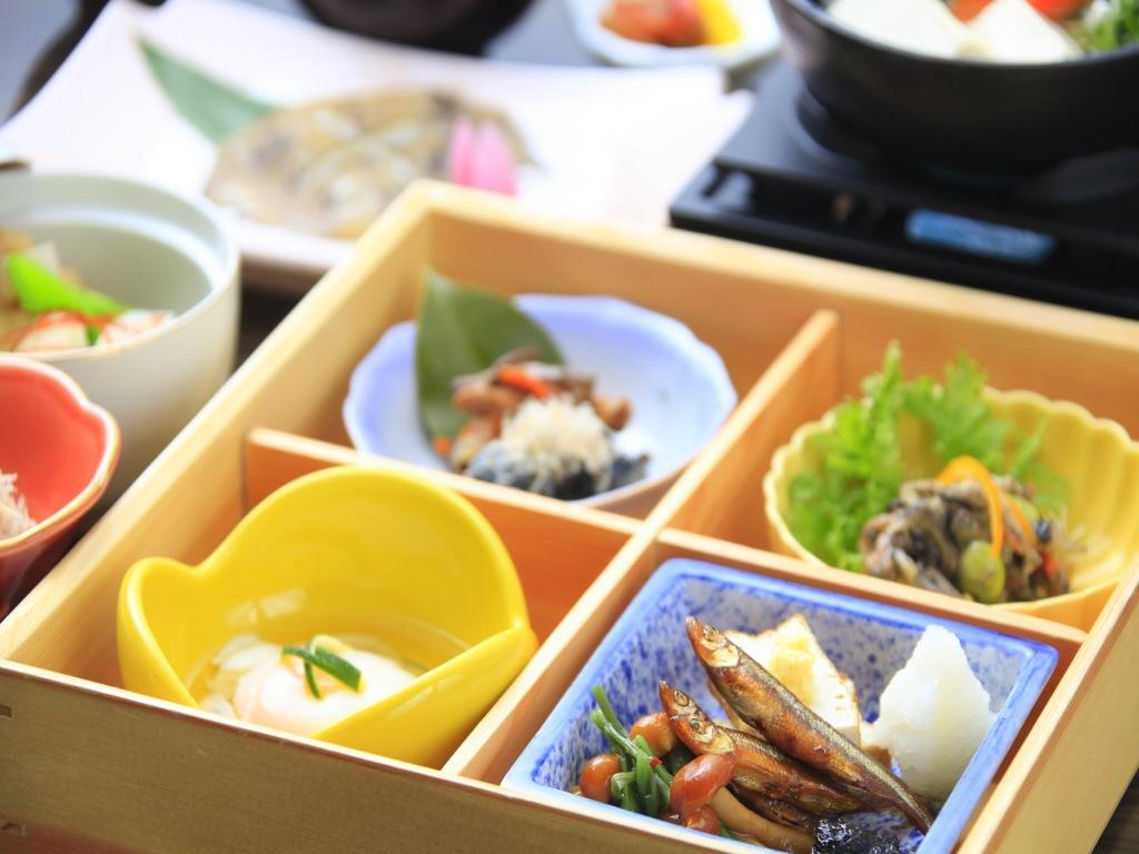 朝から和定食で健康的な朝をお過ごしください