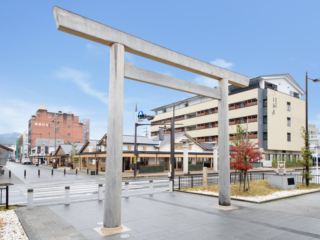 JR伊勢市駅からみる伊勢外宮参道 伊勢神泉