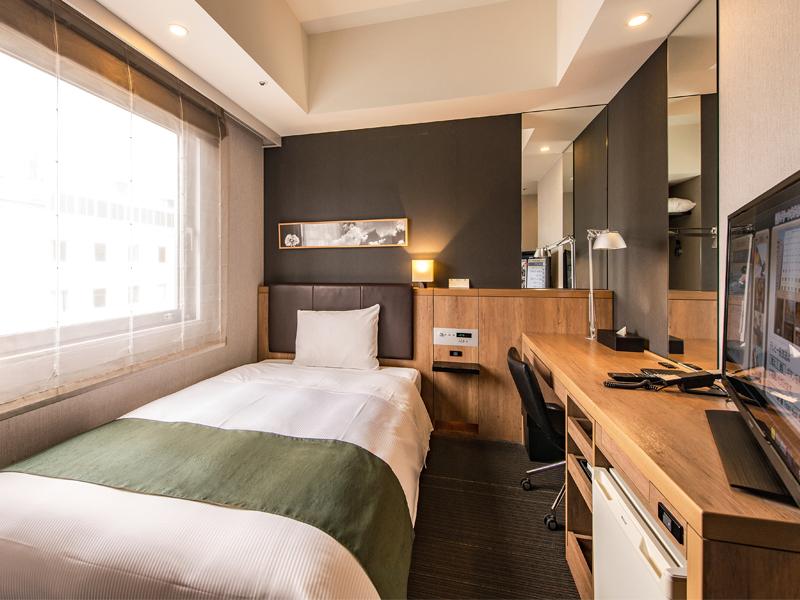 【シングルルーム】 広めのベッドと落ち着いた内装で、ゆっくりとお過ごしいただけます♪