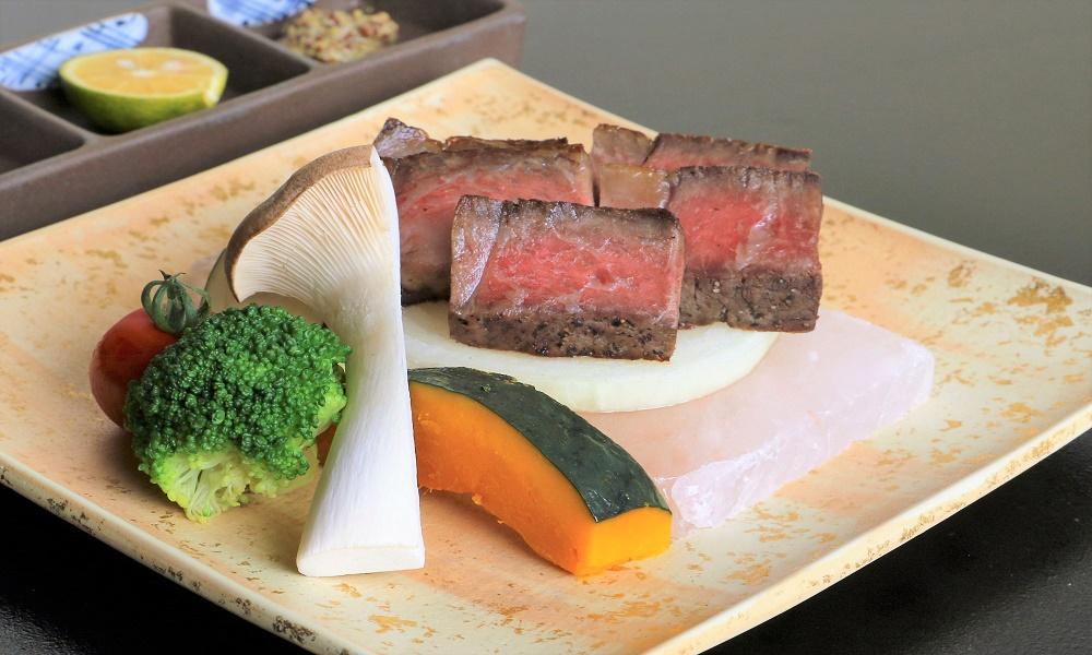 【季節の懐石料理とともに、A5等級の国産和牛をお楽しみください】