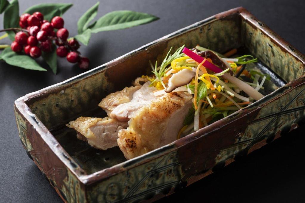 若狭地に漬けた知床鶏を彩り野菜と一緒にお召し上がりください