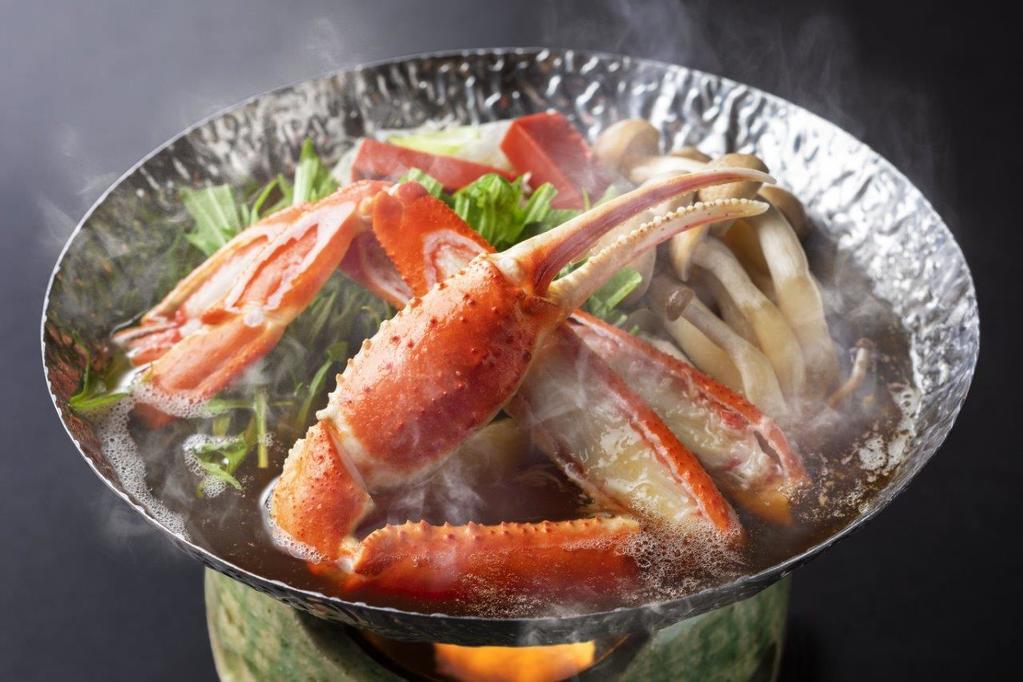 当館の飲泉「重曹泉」を出汁のベースに蟹の旨味がつまった一品です