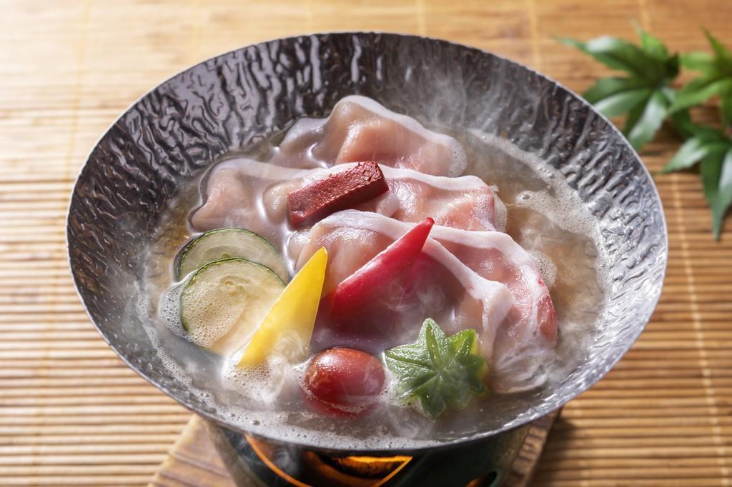夏野菜を使った彩愛妻鍋