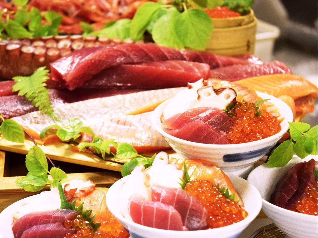 お好みの海鮮で作るどんぶりも人気です