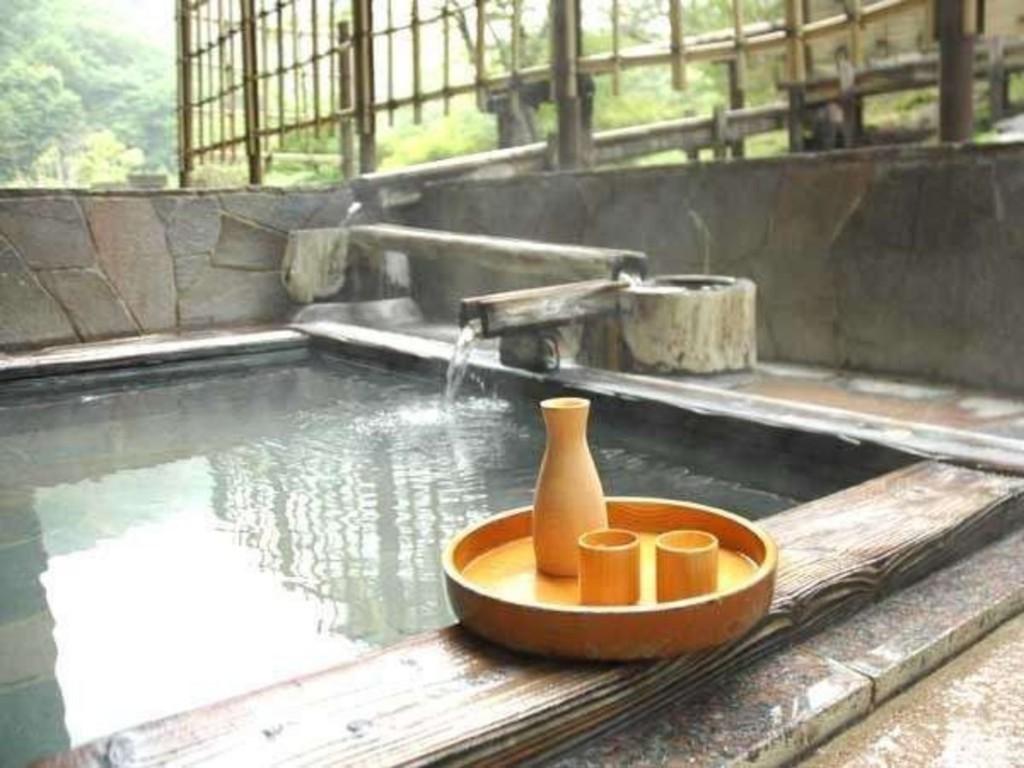 露天風呂につかりながら至福の一杯をお愉しみください