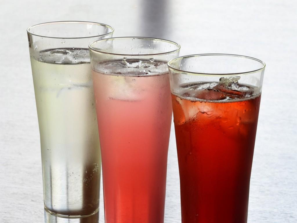 秋季限定サワーの味は3種、巨峰、はちみつ柚子、カシス。お料理の味を邪魔しない、すっきりとした味わいです。