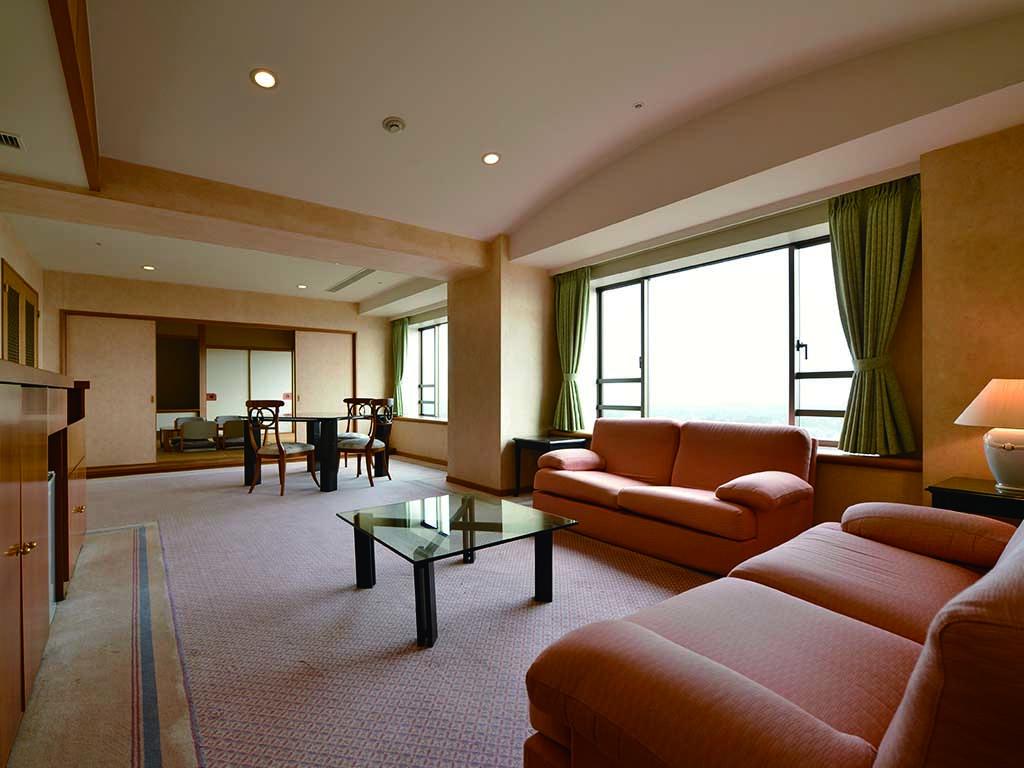 ホテルトリニティ書斎 6名用客室リビングルーム