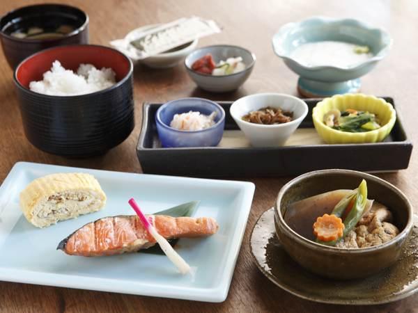 和朝食 ご飯はコシヒカリ100%