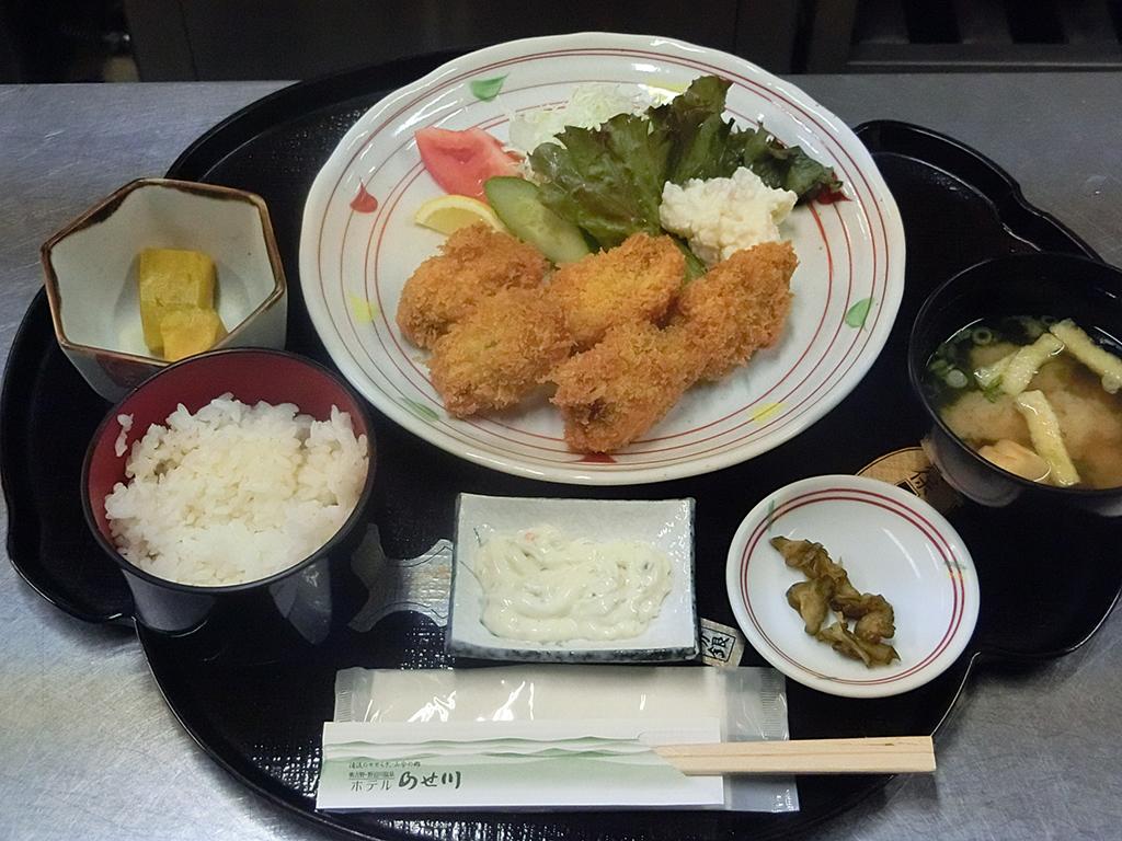 【夕食】おまかせ定食 一例:カキフライ定食