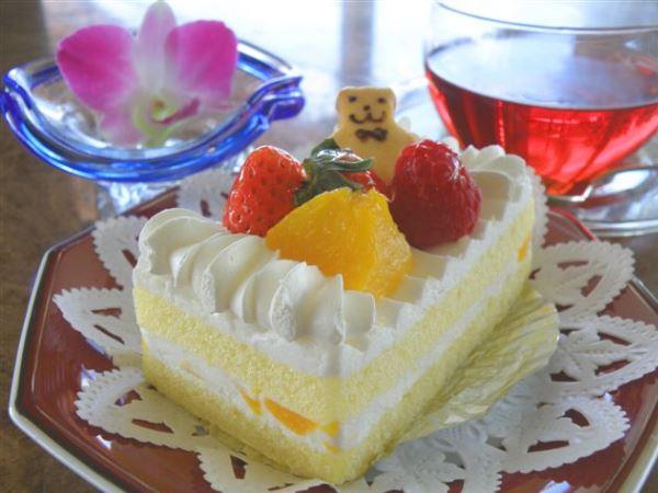 ケーキセットイメージ。バーラウンジ「タイラ」にてご提供しております。
