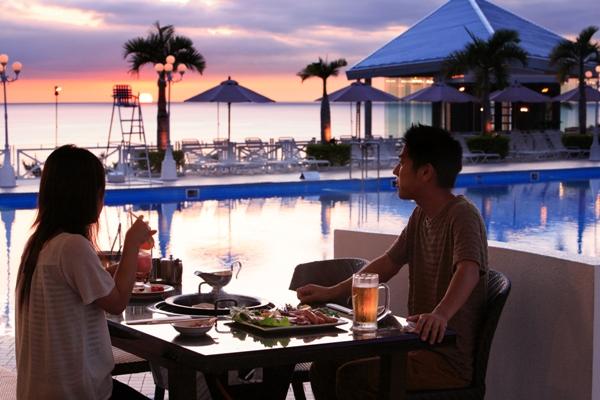BBQガーデンCHIのテラス席では沈む夕日を眺めながらBBQをご堪能下さい。