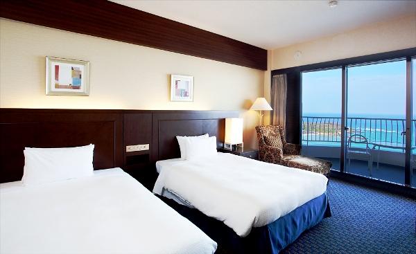 ■洋室1〜3名■オーシャンタワーオーシャンビューのお部屋イメージ(30平米)バルコニーから眺める景色は格別です。
