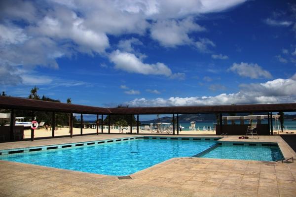 エメラルドグリーンの海を120%楽しむ。豊富なビーチメニューと施設をご用意しております。心行くまでお楽しみください。