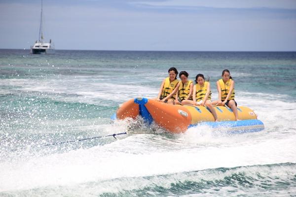 「ドラゴンボート」キラキラ輝く水面を走る、海のジェットコースター。