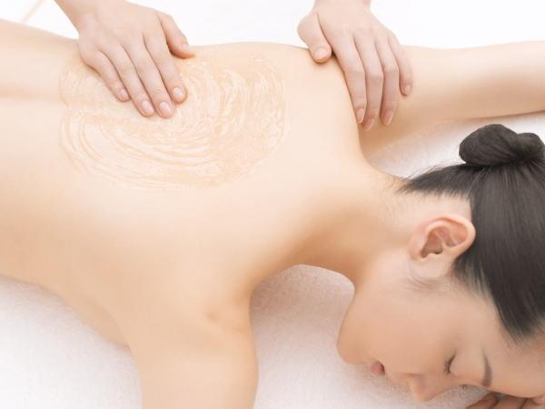 和漢植物エキス配合化粧品により身体・肌を良循環に導いていくトリートメントをご堪能ください。