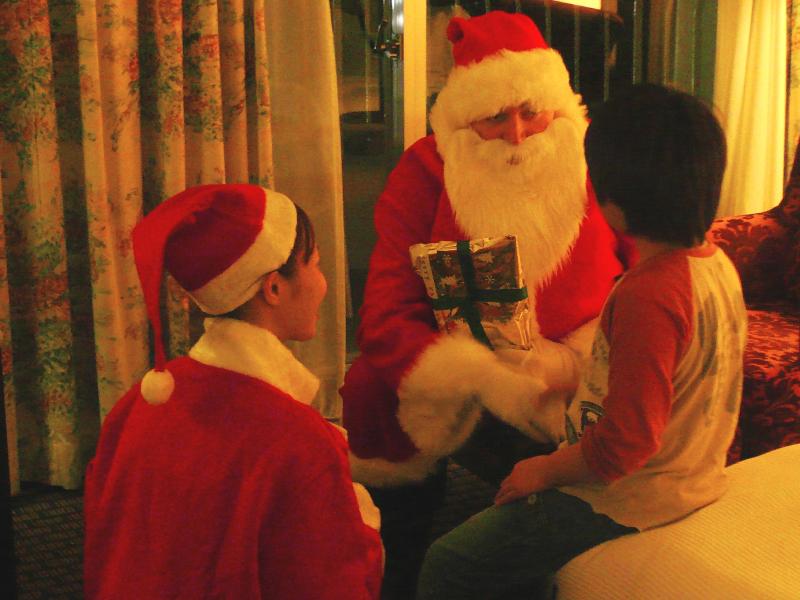 サンタがお部屋にやってくる!