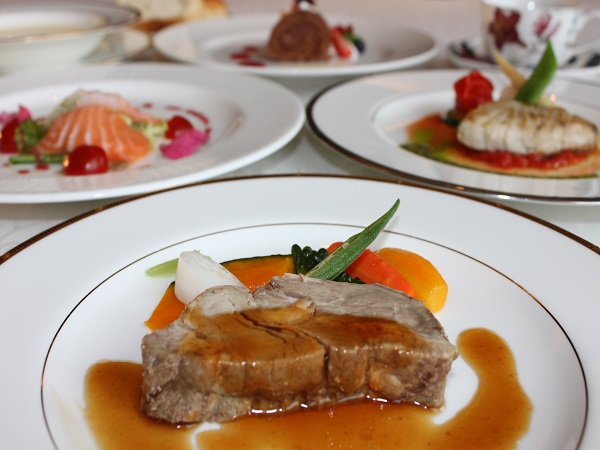 【洋食コース一例和洋中から選べるディナーです。その日の気分に合わせて、それぞれが食べたいジャンルをチョイスできます。