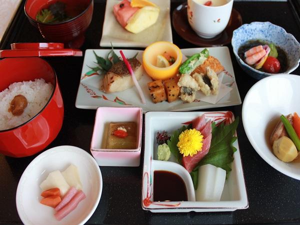 【和食コースイメージ】和洋中から選べるディナーです。その日の気分に合わせて、それぞれが食べたいジャンルをチョイスできます