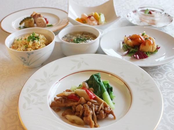【中華コース一例】和洋中から選べるディナーです。その日の気分に合わせて、それぞれが食べたいジャンルをチョイスできます。