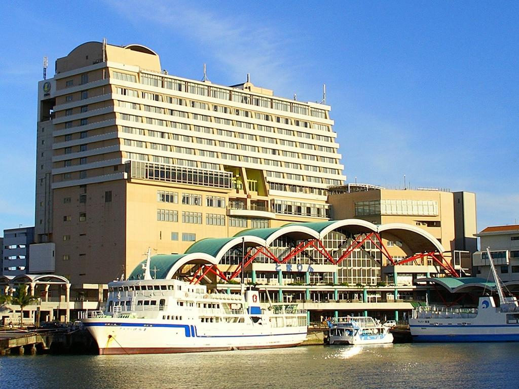 港に隣接する当ホテルは、離島へのアクセスが便利!抜群な立地条件を兼ね備えたアーバンリゾート♪