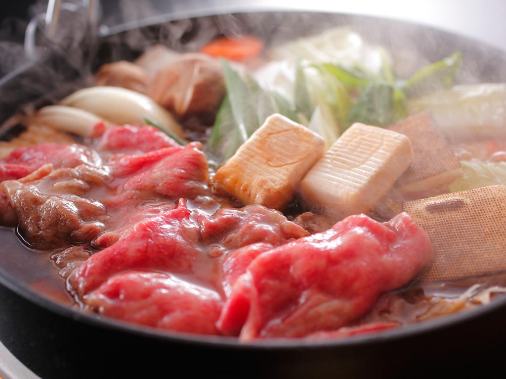 芳醇なサシの旨みが堪らない一級の神戸牛のすき焼き風鍋(イメージ)