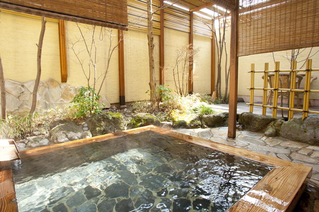 ゆったり広い客室露天風呂