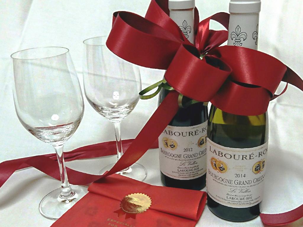 ハーフワイン(赤・白いずれか1本)と女性には潤い美肌パックをプレゼント