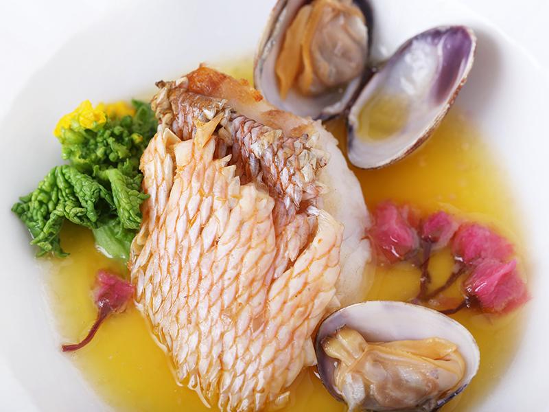 淡路産 魚のポワレ 桜風味のブール・ブランソース