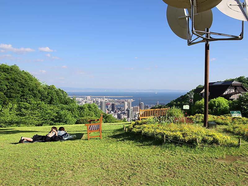 神戸、大阪湾の絶景を眺めながら心もからだもリラックスできます。