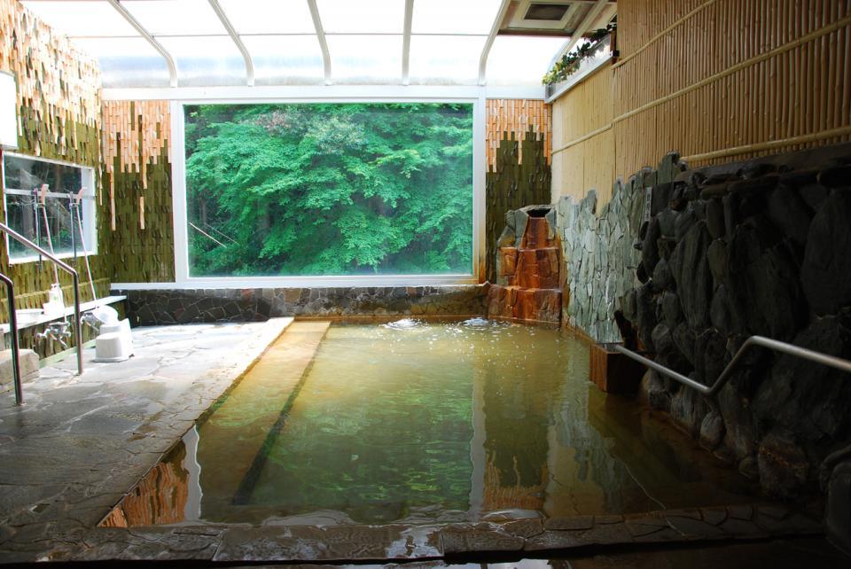 新緑の大浴場
