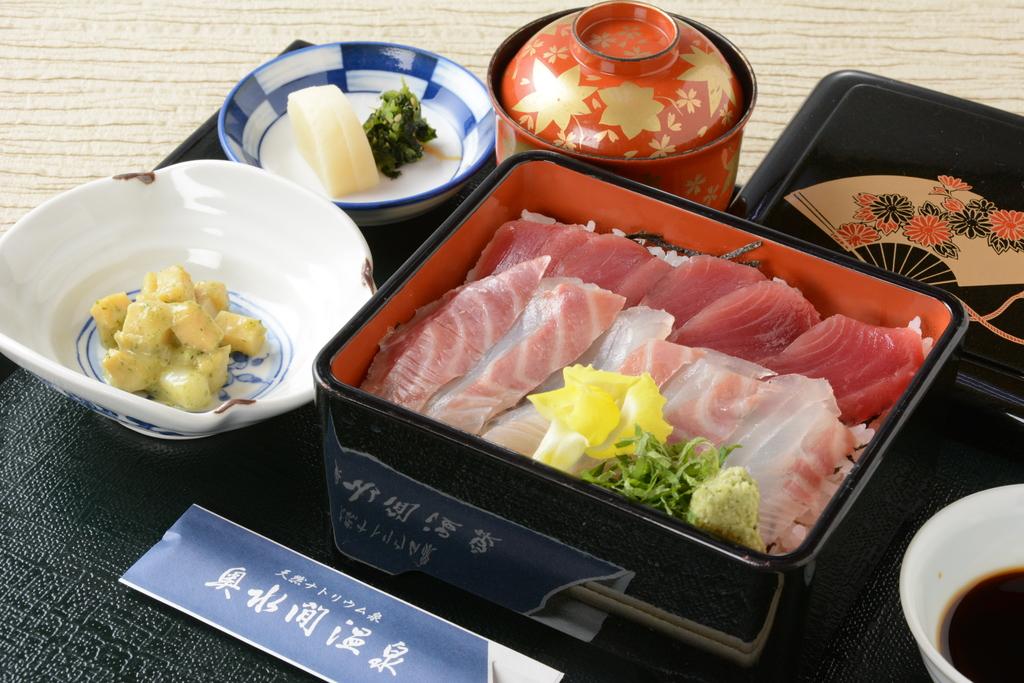 昼食:海鮮重膳です。
